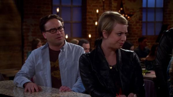 "Kaley Cuoco Screencaps de ""The Big Bang Theory"" 8x03 - The First Pitch Insufficiency"