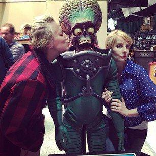 Kaley Cuoco a posté une nouvelle photo sur Instagram le 17 octobre et 5 autres aujourd'hui le 19 octobre