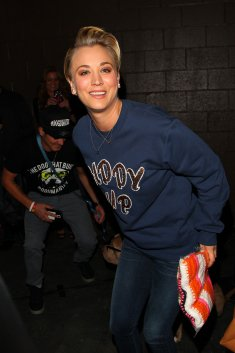 "Kaley Cuoco au 4th Annual ""Stand Up For The Pits"" Event In West Hollywood le 2 novembre"