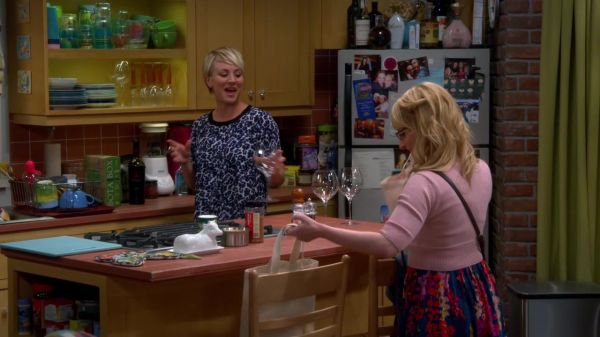"Kaley Cuoco Screencaps de ""The Big Bang Theory"" 8x08 - The Prom Equivalency (Partie 1)"