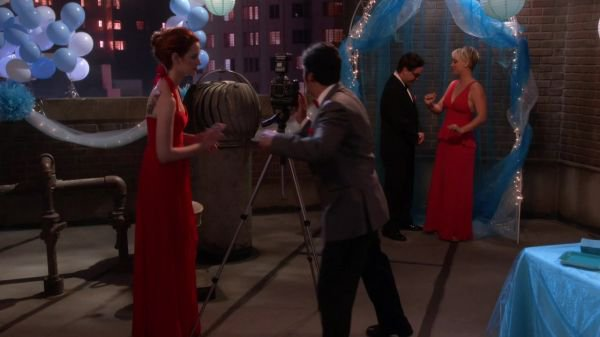 "Kaley Cuoco Screencaps de ""The Big Bang Theory"" 8x08 - The Prom Equivalency (Partie 2)"