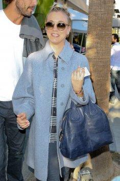 Kaley Cuoco a déjeuné avec son mari à Villa Blanca dans Beverly Hills le 21 novembre