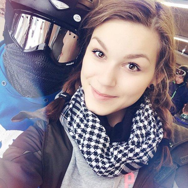 Il y a 19 heures: Autumn, la soeur jumelle de Willow Shields, a posté une photo d'elle et de sa soeur sur Instagram