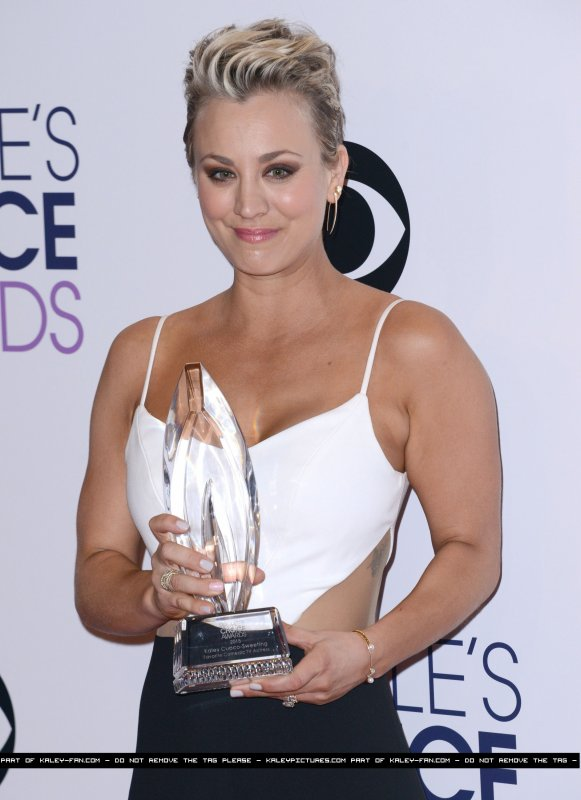 Le 07/01: Kaley Cuoco était au 41ème Annual People's Choice Awards à Los Angeles puis elle a fait un Photo Booth