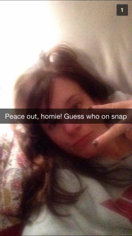 Le 08/01: Kaley Cuoco a posté trois photos Instagram, Grace Victoria Cox en a posté trois sur Twitter et une sur Instagram et Anna-Laura Kummer en a posté une sur Instagram