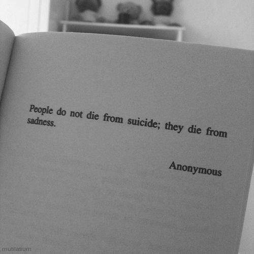 les gens ne meurent pas de suicide ; ils meurent de tristesse.