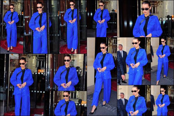 .. 03/10/2017▶ Miss Hadid a été vue quittant son hôtel « Le Royal Monceau » dans la ville de Paris en France. Notre belle mannequin est toujours en France, malgré qu'elle nous a fait croire le contraire en se montrant à la Gare du Nord quelques jours plus tôt... .