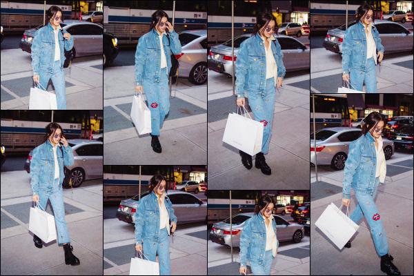 .. 14/11/2017▶ Notre joli mannequin Bella H. a été vue quittant un bâtiment - dans la ville de New York City ! Les jours sont comptés avant le Victoria's Secret Fashion Show et dans quelques jours, Bella doit se rendre en Chine pour le défilé... Hâte de voir ça !  .