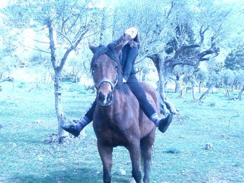 Ca me fait vibrer ! cette photo le symbole de la complicité du plaisir et du monde du cheval que je croyai perdu ♥