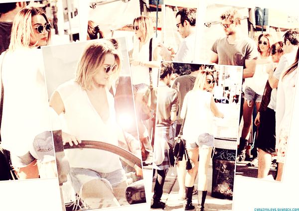 ▄12/0212 Miley accompagné de Liam et Cheyne été au Farmer's Market a Los Angeles.J'aime Sa tenue tout est beau , j'adore son short Destroy *-* Au moins il y en a Qui Se caille Pas ... TOP ?