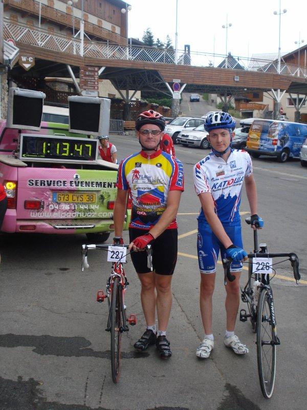 2 Amicalistes dans l' Alpe d'Huez .
