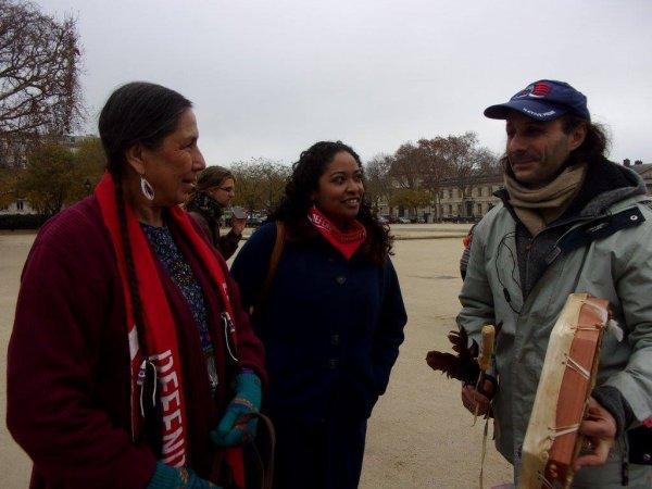 12 DÉCEMBRE 2015 A PARIS LES PEUPLES EN PREMIÈRES LIGNE ÉTAIENT EN « RED LINE » DE RÉSISTANCE POUR NOTRE TERRE