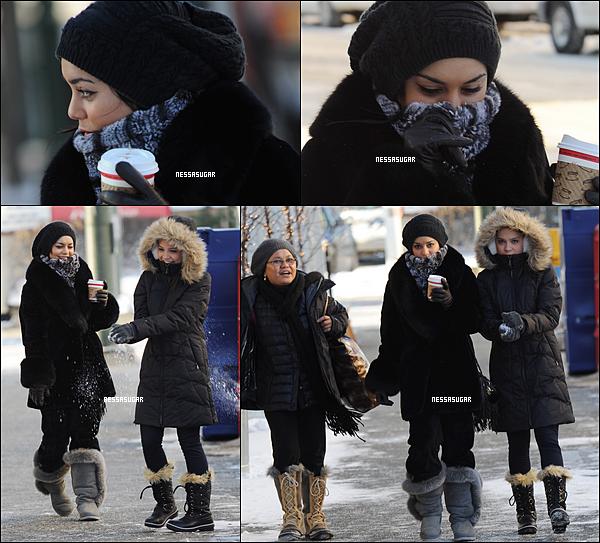 .  17.11.11 Vanessa, Gina et Stella dans les rues d'Anchorage en Alaska. C'est la première fois depuis le début du tournage de The Frozen Ground que nous avons des candids de Vanessa. Enjoy!  .
