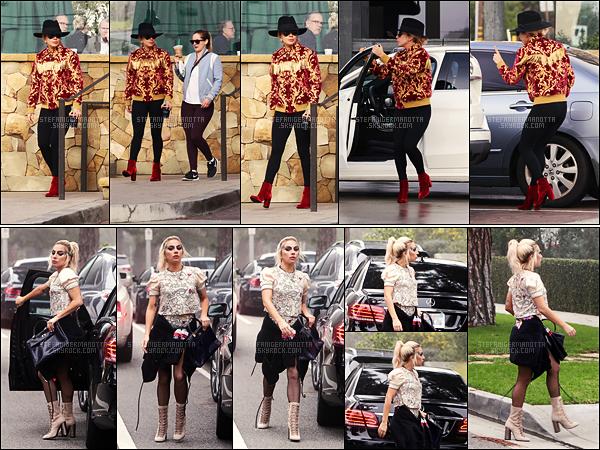 08/02/17 - Lady Gaga a été photographiée sortant d'un Starbucks dans la belle ville de Malibu, - en CA.  Plus tard dans la journée, notre fabuleuse Gaga a été aperçue rendant visite à un ami dans Brentwood.Que pensez-vous de cette tenue?