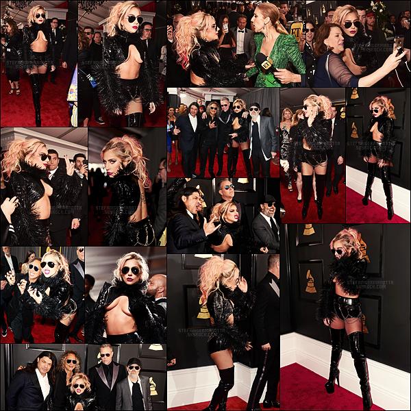 12/02/17 - Lady Gaga a assisté et performé durant la cérémonie des Grammy Awards - à Los Angeles.  Gaga a mis le feu à la scène des Grammy en performant avec le groupe de heavy métal Metallica. A voir si vous ne l'avez pas encore vue !