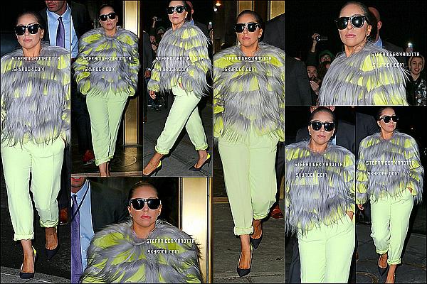 01/12/14 : Lady Gaga a été photographiée directement à la sortie de son appartement à N-Y.