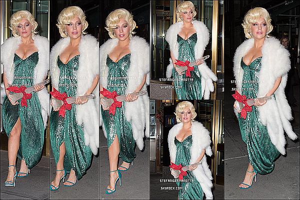 18/12/14 : Lady Gaga a été repérée quittant une nouvelle fois son appartement - à New York.