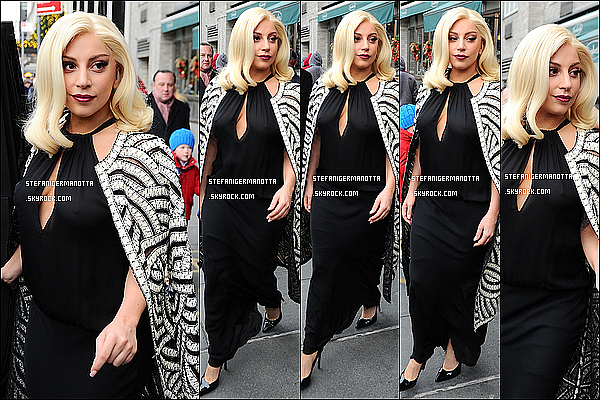 20/12/14 : La belle chanteuse Lady Gaga a été aperçue sortant de son appartement à New York.