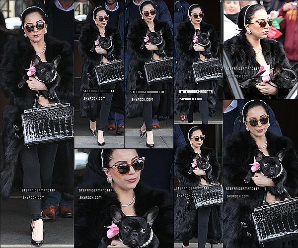 22/12/14 : Lady Gaga a été repérée quittant une nouvelle fois son appartement de New York.