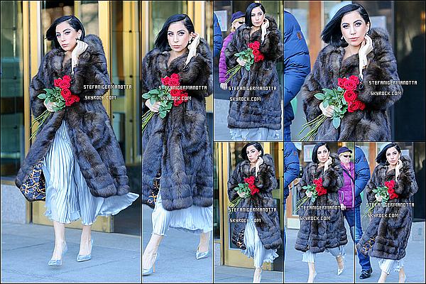 13/02/15 : Lady Gaga a été vue alors qu'elle s'apprêtait à quitter son appartement de New York.