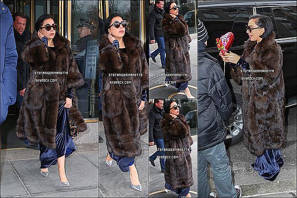 14/02/15 : Lady Gaga a été aperçue quittant son appartement une fois de plus - à New-York.