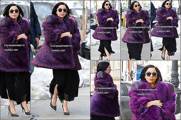 16/02/15 : La belle Lady Gaga  a été vue alors qu'elle se promenait dans les rues de New York.