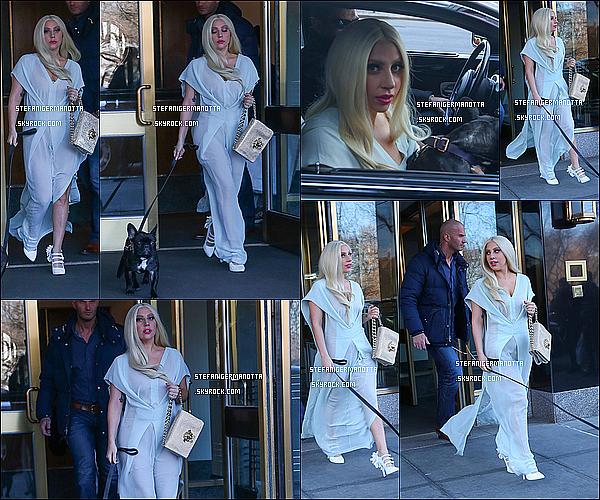 28/02/15 : Lady Gaga a été photographiée entrain de quitter son appartement de New York.