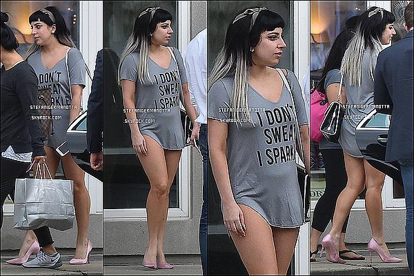18/03/15 : Notre Lady Gaga a été aperçue pendant une séance shopping en Nouvelle Orléans.