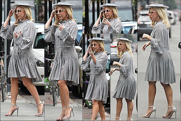 19/03/15 : Lady Gaga a été vue se promenant accompagnée de sa mère ainsi que de Sloan et Asia.