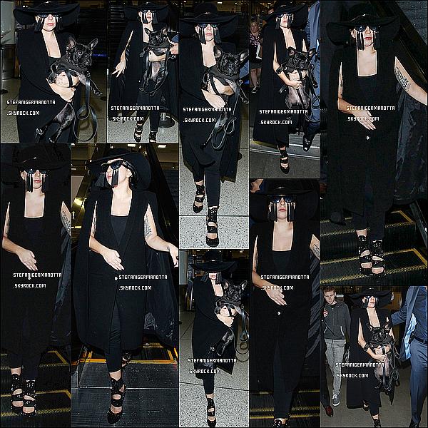 17/04/15 : Lady Gaga, avec Asia, a été repérée alors qu'elle quittait l'aéroport LAX à Los Angeles.