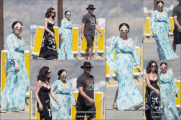 29/04/15 : Lady Gaga a été vue se promenant dans les rues de Malibu avec Taylor et sa mère.