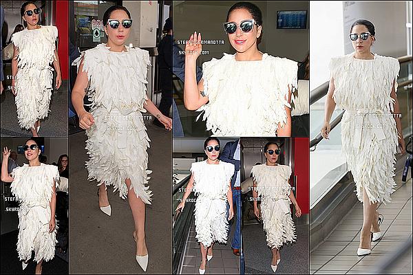 05/05/15 : Lady Gaga a été reperée alors qu'elle quittait son appartement situé - à New York.