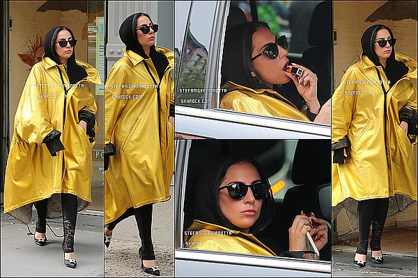09/05/15 : Lady Gaga a été aperçue quittant un institut de bronzage à Soho, dans New York.