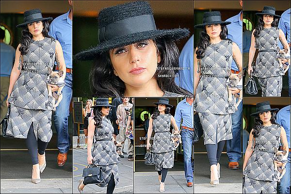 12/05/15 : Lady Gaga sortant de son appartement pour se rendre à une salle de sport à NY.