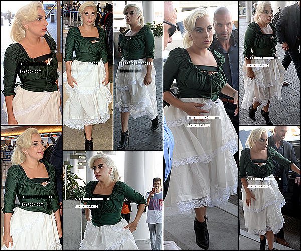 01/06/15 : Lady Gaga a été aperçue dans l'aéroport LAX pour prendre un vol à Los Angeles.