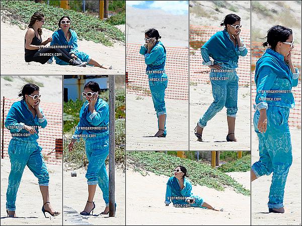 20/05/15 : Dans la journée, Lady Gaga a été vue prenant du bon temps sur la plage de Malibu.