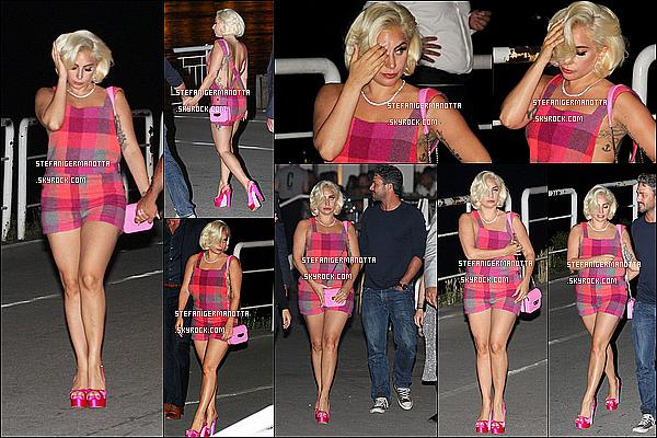 02/06/15 : Lady Gaga était avec son boyfriend Taylor pour faire une promenade dans Belgrade.
