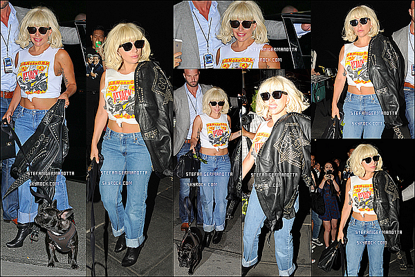 19/06/15 : Lady Gaga a été aperçue sortant de son appartement avec sa petite Asia à New York.