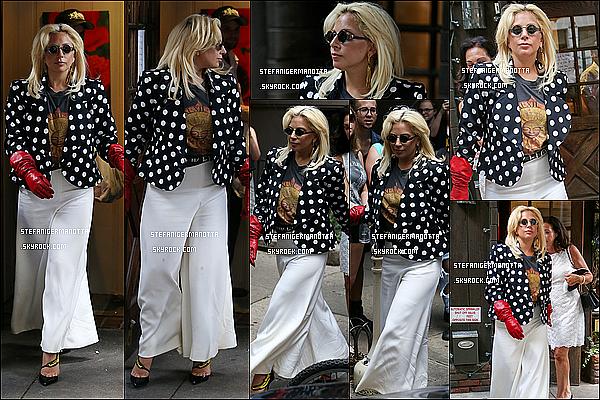 21/06/15 : Lady Gaga quittant le restaurant de son père, puis est rentrée à son appartement à N-Y.