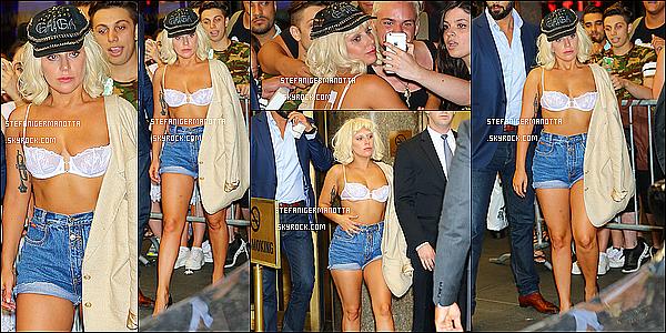 23/06/15 : Lady Gaga a été aperçue sortant une nouvelle fois de son appartement à New York.