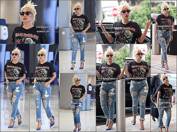 01/07/15 : Lady Gaga a été aperçue arrivant à l'aéroport JFK de New York pour prendre un vol.