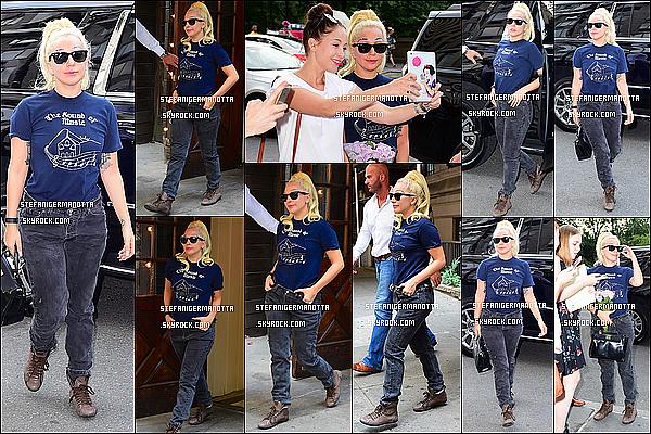 26/07/15 : Lady Gaga a été vue sortant de chez Joanne avec Taylor et se rendant chez elle à N-Y.
