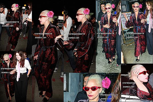 12/08/15 : Lady Gaga et Lisa Vanderpump ont été aperçues quittant le restaurant Pump à W-H.