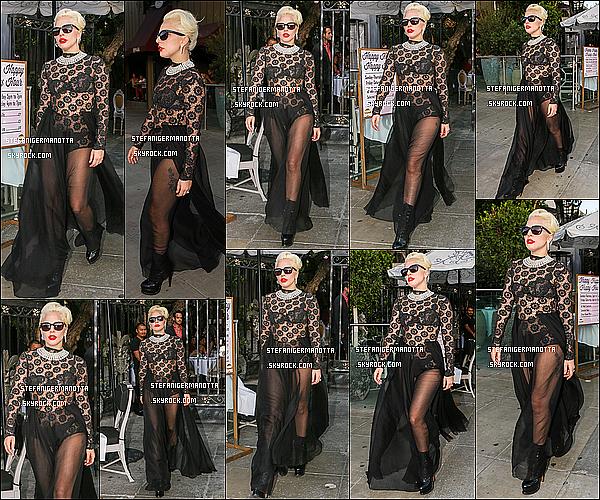 26/08/15 : Lady Gaga a été apperçue -encore- quittant son restaurant préféré, le Pump à W-H.