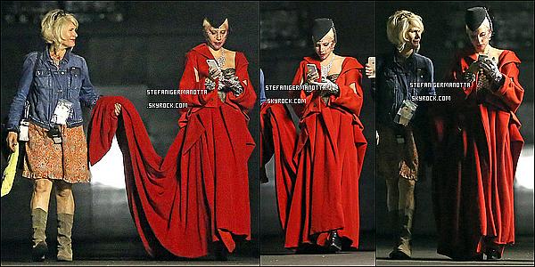 03/09/15 : Lady Gaga a été vue une seconde fois sur le tournage d'AHS en Comtesse à L-A, CA.