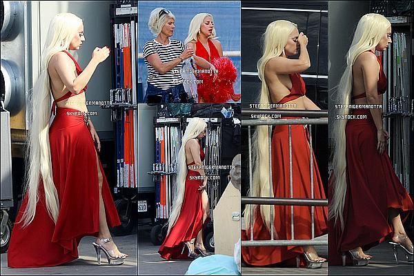 10/09/15 : Lady Gaga a été vue toujours sur le tournage d'AHS mais cette fois à Hollywood, CA.