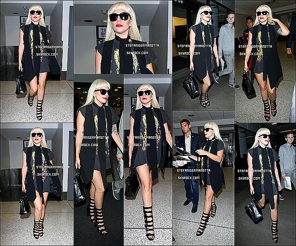 15/09/15 : Lady Gaga a été aperçue arrivant par l'aéroport LAX dans la ville de Los Angeles.