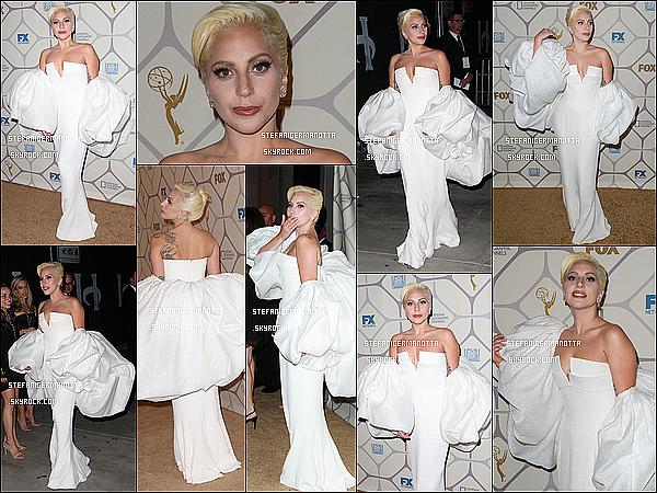 20/09/15 : Lady Gaga était à la cérémonie des Emmy Awards avec la plupart du cast d'AHS à LA.