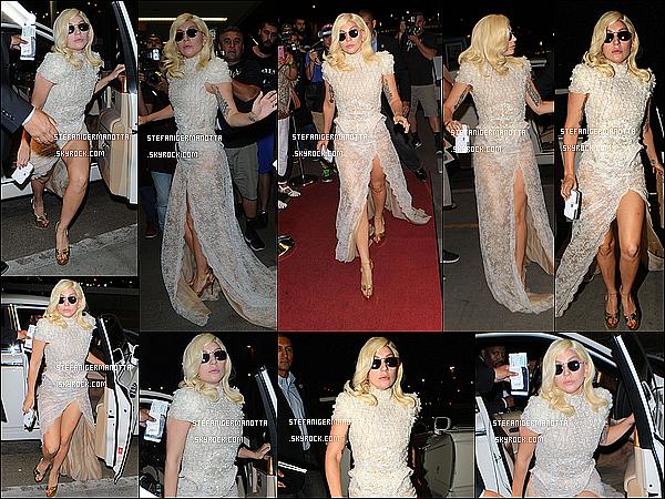 05/10/15 : Lady Gaga, plus magnifique que jamais, a été vue à l'aéroport LAX à Los Angeles.