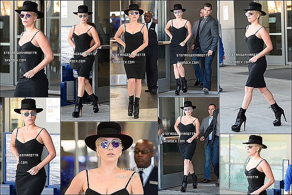 19/10/15 : Lady Gaga a été photographiée à son arrivée à l'aéroport « JFK » de New York City.